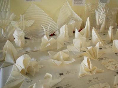 serviettenausstellung 20 treffen von origami. Black Bedroom Furniture Sets. Home Design Ideas