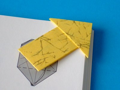 pfeil als lesezeichen objekte origami kunst. Black Bedroom Furniture Sets. Home Design Ideas