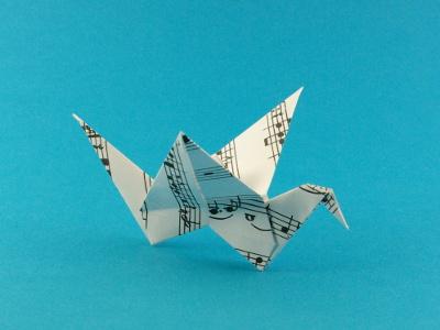 flatternder vogel v gel origami kunst. Black Bedroom Furniture Sets. Home Design Ideas